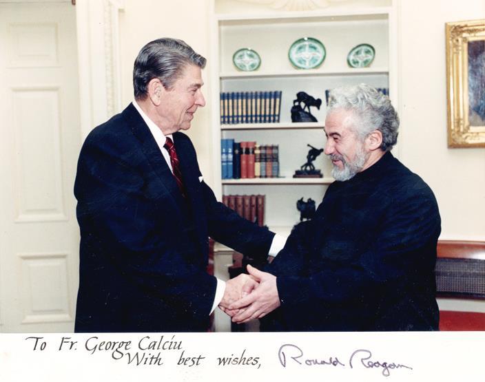 Părintele Gheorghe Calciu și președintele american Ronald Reagan