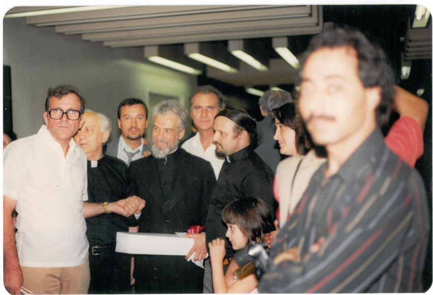 Parintele-Gheorghe-Calciu-la-sosirea-in-NY-SUA-9-august-1985-cu-Grigore-Caraza