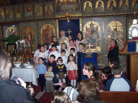 Pr. Gheorghe Calciu slujind în Amaerica